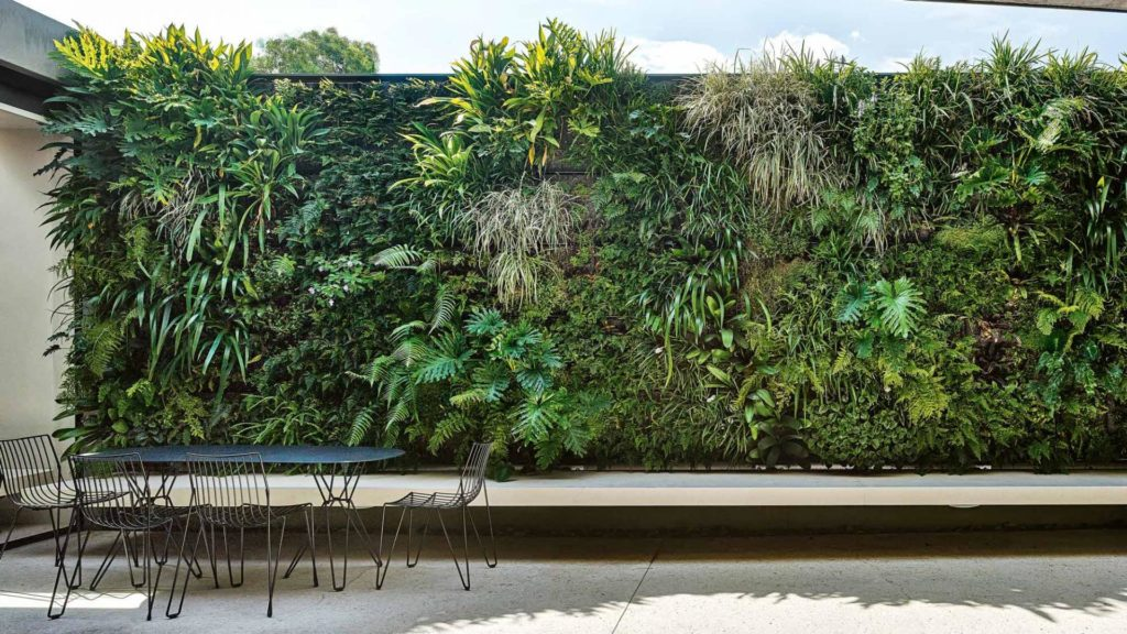 Ideas to Help Build a Spacing Saving Vertical Gardens
